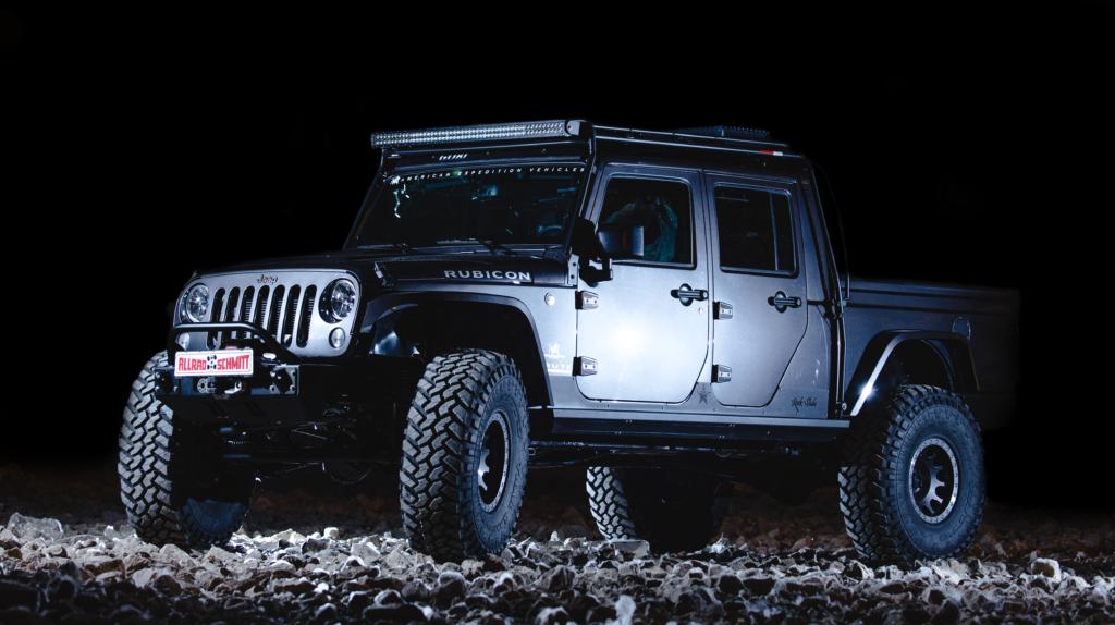 Jeep Wrangler Brute bei Nacht